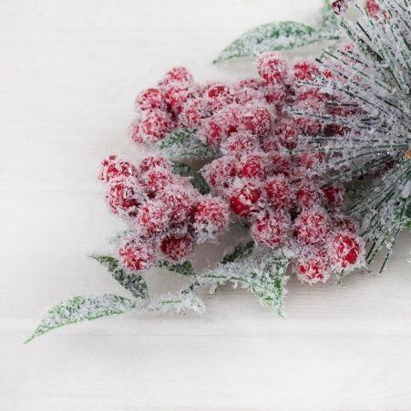 736/9127-12 Ветка сосновая заснеженная с ягодами h50см