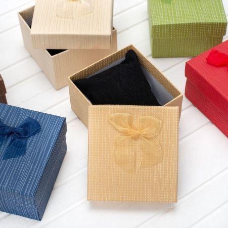 701/004 Коробка прямоуг.фактурн.с бантом (8,6х9,2х5,7)(6шт/уп)